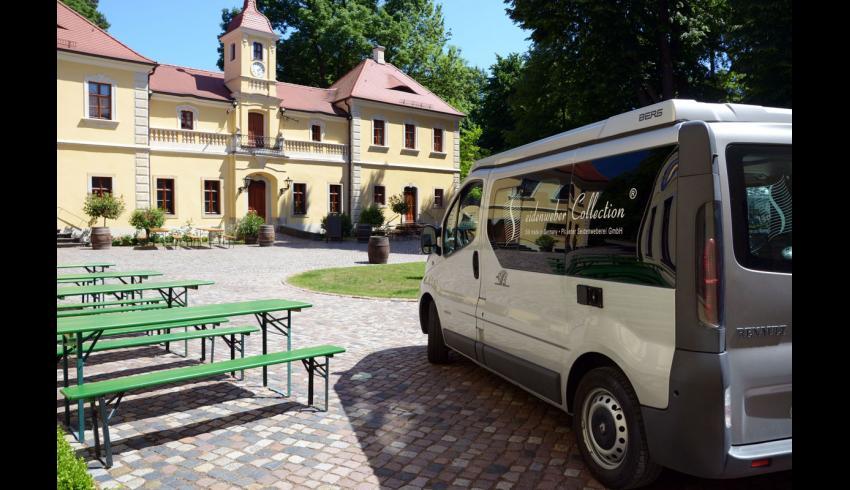 Das team der Plauener Seidenweberei auf Schloss Proschwitz